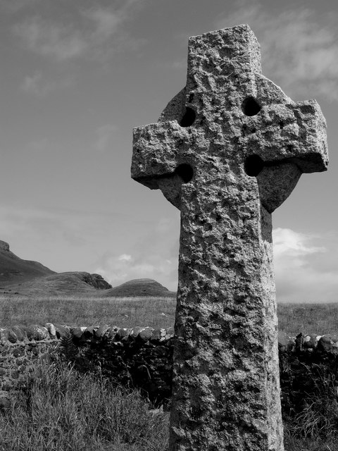Memorial_cross_in_Canna's_Church_of_Scotland_graveyard_-_geograph.org.uk_-_1426006